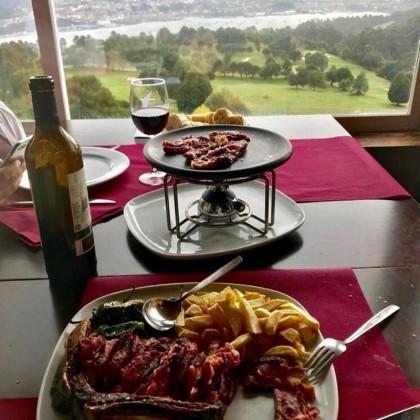 Bautismo de Golf & Gastro en Pareja en Ria de Vigo Golf