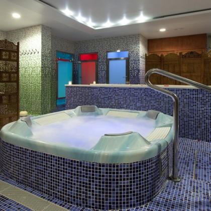 Estadia de 2 Noites, Circuito e Massagem no Spa Hotel Aqua Center Deloix
