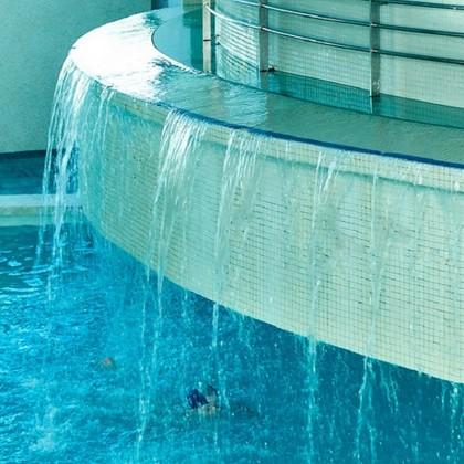 Bono 2 Noches, Circuito y Masaje 25' en Spa Hotel Aqua Center Deloix