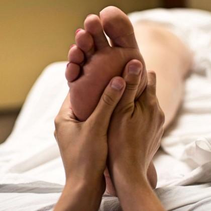 Voucher Massagem Facial e Pe no Hotel Comendador Spa Domus A